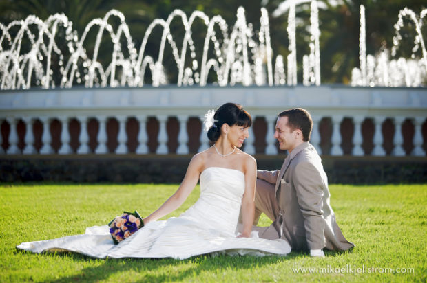 bride and groom with fountain gran canaria